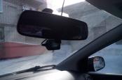 видеорегистратор на лоюовом стекле, провод питания под обшивкой потолка