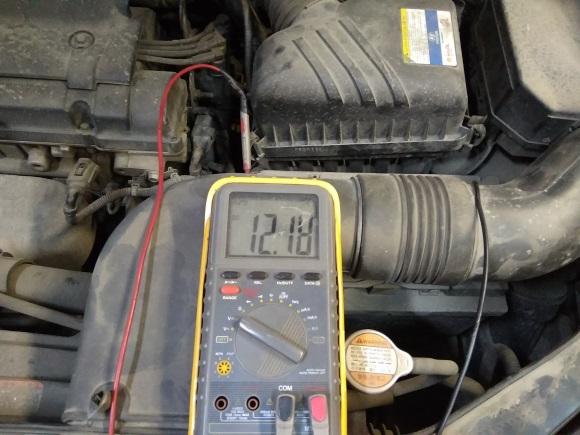 замер напряжения аккумулятора хундай туксон мультиметром