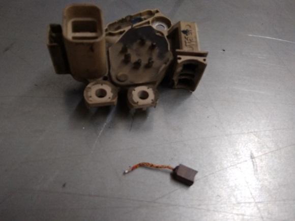 изношенная щётка генератора хундай туксон