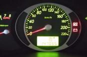 Hyundai Tucson горит лампа зарядки.