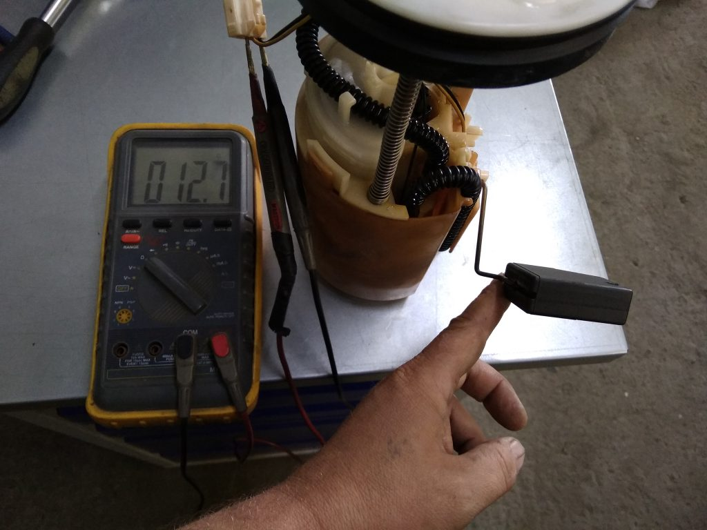 проверка сопротивления датчика уровня топлива мультиметром