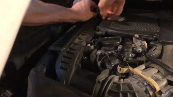Замена воздушного фильтра Mercedes Benz ML350 2013 - 2015