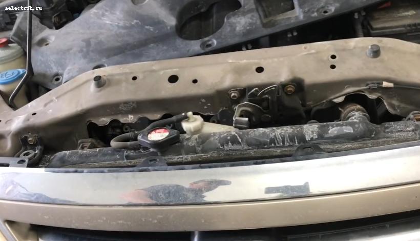 Honda Odyssey снятие накладки  переднего бампера