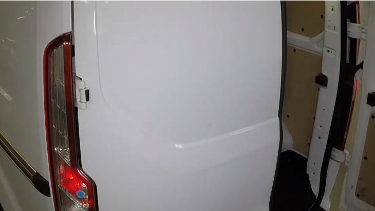 Форд Транзит 2013-2017 замена ламп в задних фонарях