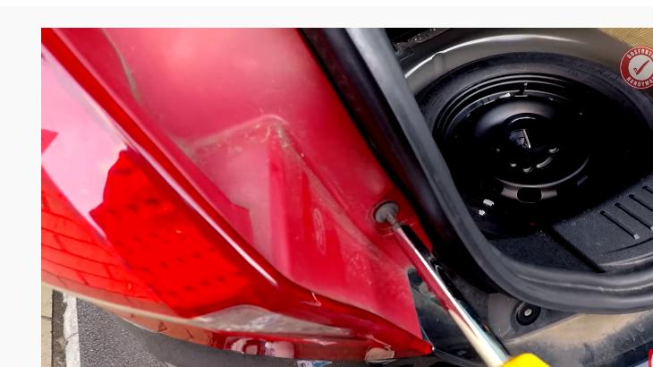 Замена ламп в задних фонарях Форд Фиеста