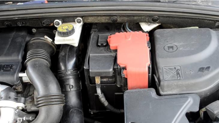 Замена аккумулятора на Peugeot 307, 308 и Citroen C4