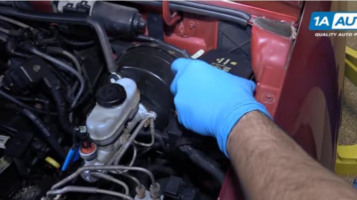 Как заменить топливный фильтр на 98-12 Ford Ranger - бензин