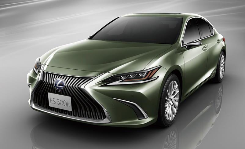 Цифровой монитор бокового обзора Lexus дебютирует на новом ES в октябре этого года